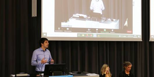 Landrat Patrick Puhlmann hielt zu Beginn der Veranstaltung eine Rede, in der er die Relevanz der Thematik betonte.