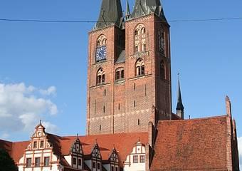stendal   rathaus und marienkirche