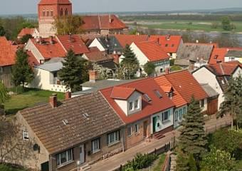 arneburg   innenstadt von oben mit kirche