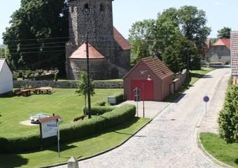 haemerten   kirche mit dorfplatz