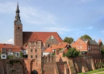 tangermuende   rossfurt   stadtmauer   stephanskirche