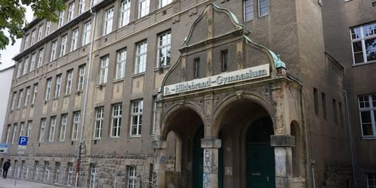 Eingangsbereich des Rudolf-Hildebrand-Gymnasiums