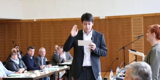 Patrick Puhlmann spricht Amtseid