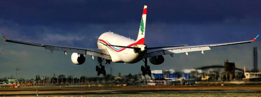Ein Flugzeug landet