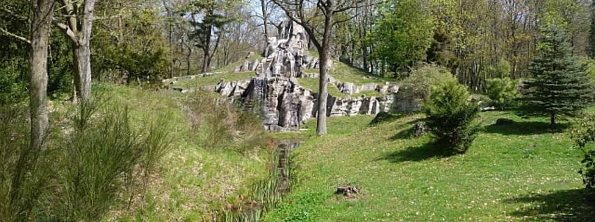tangerhuette   wasserfall im park